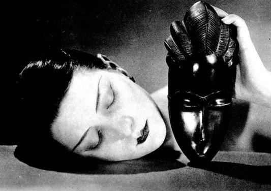 1926_Man-Ray_Noire_et_Blanche_c