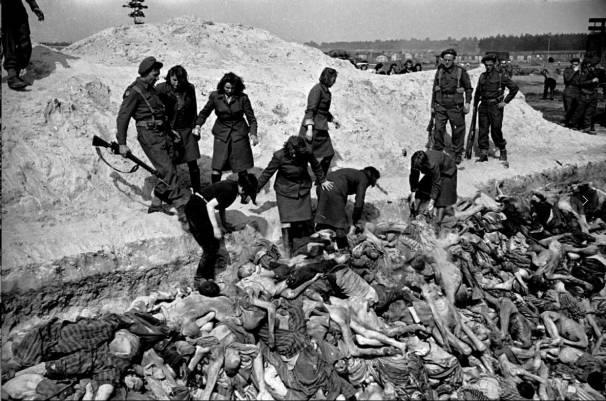 1945_George-Rodger_female-SS-bury_dead_Belsen_c
