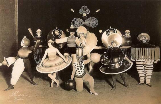 1922_Shlemmer-Triadic-Ballet-1024-c